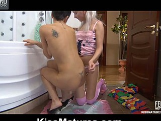 Viola&Madeleine pussylicking mommy in act