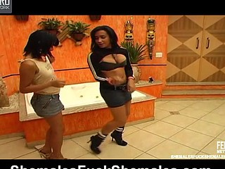 Dryele&Juliana horny t-girls on episode