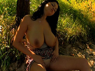 There`s smth very amazing about this nature scene. I don`t know about u, but I think it has smth to do with her huge, all natural mounds. This Babe has an award winning curves that could make any stud melt. Make No Doubt Of it or not, that playgirl used to be very shy about the size of her breasts. All of the attention used to make her want to cover 'em up. Luckily, this babe`s changed her mind and loves to show 'em off and a entire lot greater amount now. This Day, this playgirl does a lot greater amount than just show 'em off for the movie camera.